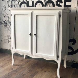 Chifonier con puertas vintage
